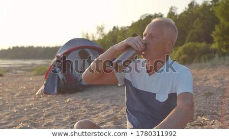 kıdemli · adam · şişe · ayakta · plaj · kulübe - stok fotoğraf © wavebreak_media