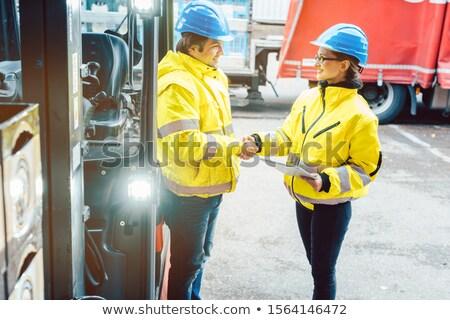работник менеджера рукопожатием распределение центр за Сток-фото © Kzenon
