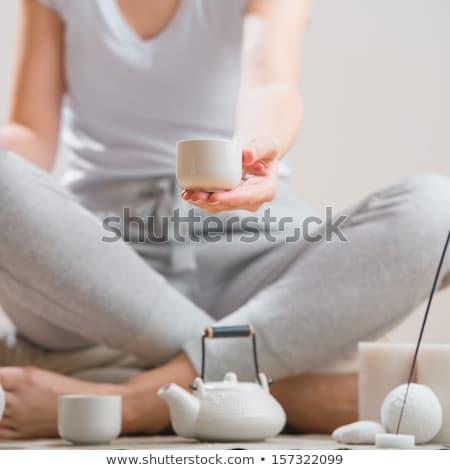 Jeune femme détente thé aromathérapie femme beauté Photo stock © HASLOO