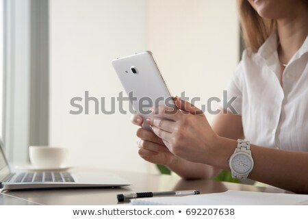 üzletasszony · mobiltelefon · szervező · áll · fiatal · irodaház - stock fotó © vlad_star