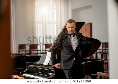 Homme musicien jouer piano stade discothèque Photo stock © wavebreak_media