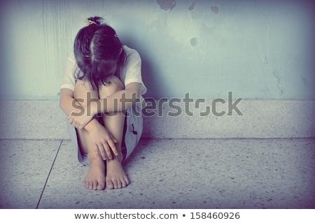 menina · choro · solitário · triste · little · girl · rosa - foto stock © colematt