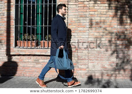 Young Guy Walking Outdoors With Beautiful Sunlight Wearing Sunglasses Stockfoto © 2Design