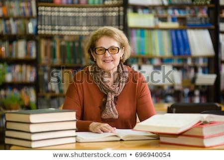 kadın · okuma · eski · kitaplık · çekici · kadın · öğrenci - stok fotoğraf © lichtmeister