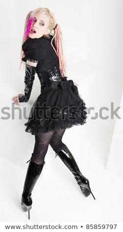 Permanente jonge vrouw verkwistend laarzen vrouwen Stockfoto © phbcz