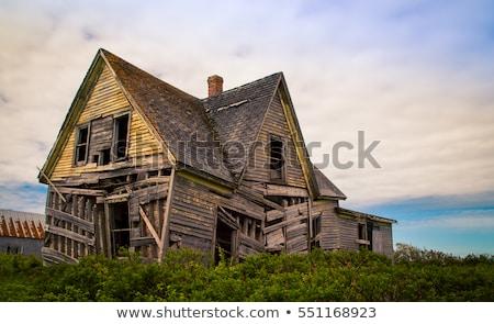 öreg · ablakok · elhagyatott · ház · viharvert · törött - stock fotó © hd_premium_shots
