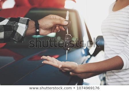 nő · kéz · slusszkulcs · ügyfél · indiai · autókereskedő - stock fotó © andreypopov