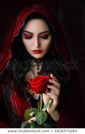 Gótikus lány sétál temető másfelé néz kereszt Stock fotó © sapegina
