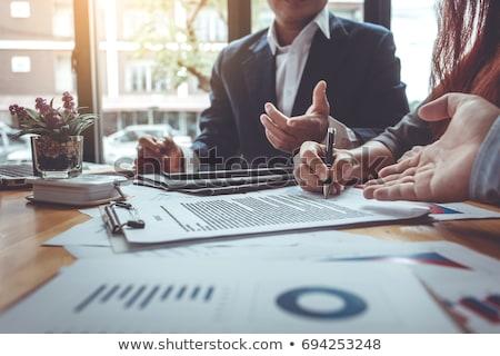 empresária · assinatura · contrato · documento · escritório · pessoas · de · negócios - foto stock © stevanovicigor