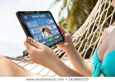 Vrouw hangmat digitale tablet Stockfoto © AndreyPopov