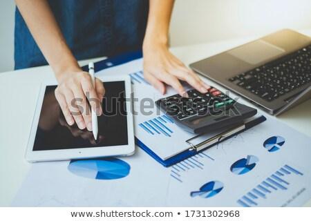 üzletember üzletasszony oszlopdiagram számítógéphasználat hátsó nézet ül Stock fotó © AndreyPopov