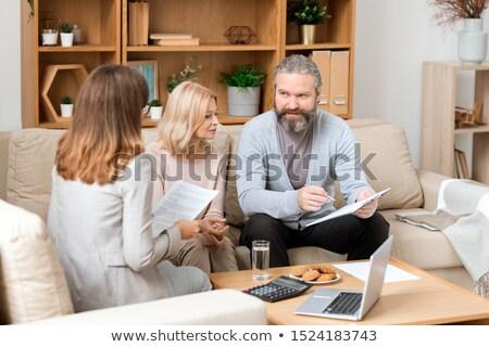 Bärtigen Mann schauen Papier Beratung Immobilienmakler Stock foto © pressmaster