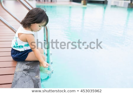 portret · prachtig · vrouw · ontspannen · zwembad · water - stockfoto © aikon