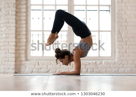 Portre çekici esnek kız jimnastikçi yalıtılmış Stok fotoğraf © deandrobot