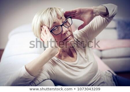 mulher · dor · de · cabeça · doente · gripe · mulheres · casa - foto stock © kurhan