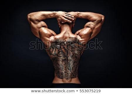 sin · camisa · hombre · tatuajes · caucásico · pie · verde - foto stock © iofoto