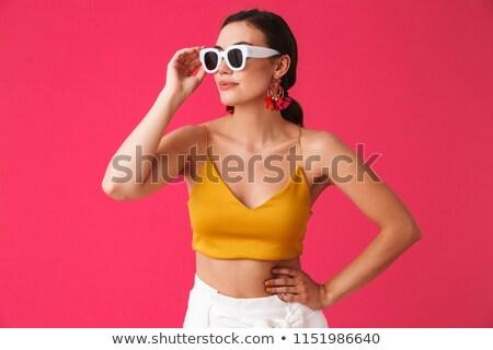 Piękna kobieta okulary stwarzające różowy obraz Zdjęcia stock © deandrobot