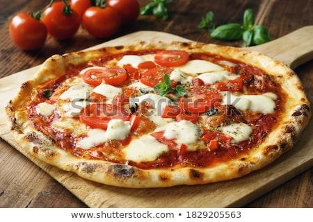 italiana · pizza · formaggio · pomodori · basilico · tavolo · in · legno - foto d'archivio © karandaev