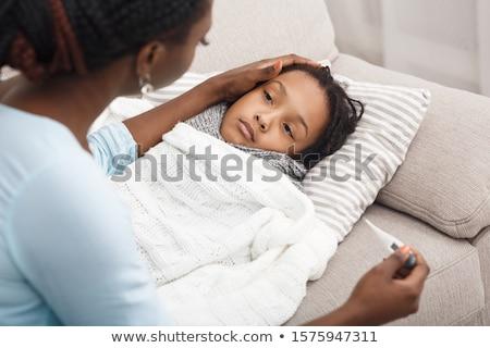 little · girl · gripe · temperatura · mão · termômetro · saúde - foto stock © andreypopov