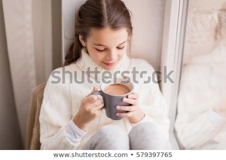 Menina inverno suéter cacau caneca janela Foto stock © dolgachov