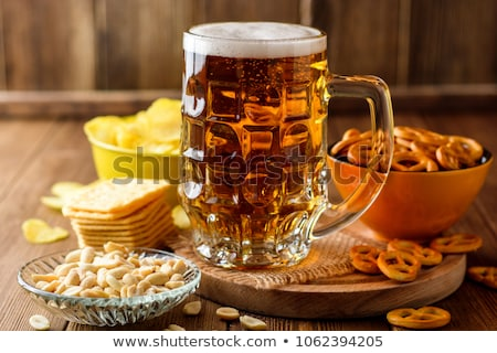bière · collations · table · en · bois · noix - photo stock © karandaev