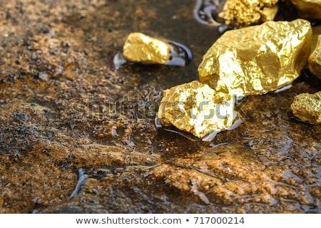 Goud geïsoleerd reflectie rock schat Stockfoto © klikk