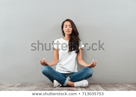 giovani · signora · seduta · Lotus · posa · guardando - foto d'archivio © elwynn