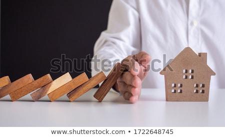 Huis verzekering handen klein witte home Stockfoto © fantazista