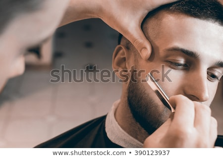 férfi · fodrász · egyenes · borotva · haj · emberek - stock fotó © deandrobot