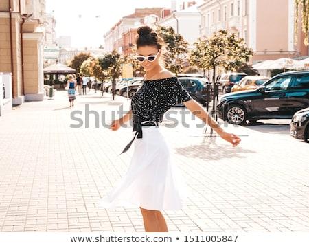 Sexy mujer de negocios mujer de negocios pie oficina lectura Foto stock © MilanMarkovic78