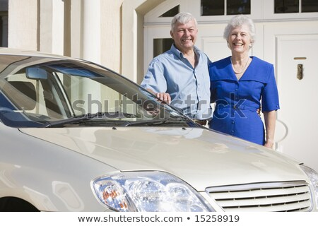 casal · de · idosos · em · pé · carro · feliz - foto stock © is2