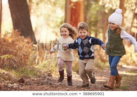 tres · jóvenes · ninos · ejecutando · aire · libre · feliz - foto stock © is2