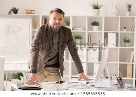 Sikeres építész görbület asztal iroda számítógépmonitor Stock fotó © pressmaster