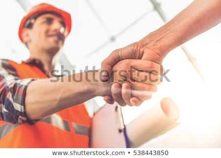 Foto stock: Masculina · construcción · trabajadores · apretón · de · manos · edificio · metal