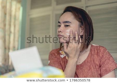 jeunes · belle · fille · aux · seins · nus · lit · sexy · main - photo stock © disorderly