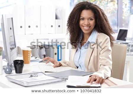vrouw · programmering · laptop · kantoor · gewas · achteraanzicht - stockfoto © vlad_star