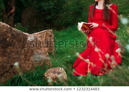 casual · mulher · livro · mãos · leitura - foto stock © konradbak