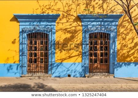 入り口 · 黄色 · 古い · コロニアル · 建物 · 木材 - ストックフォト © attiarndt