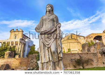 Foto stock: Temple Emperor Antonius And Wife Faustina With Corinthian Columns At Roman Forum Rome Italy