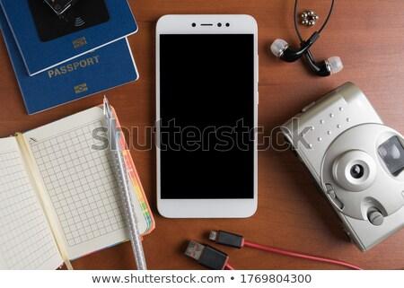 kilátás · vakáció · utazás · okostelefon · képernyő · felfelé - stock fotó © stevanovicigor