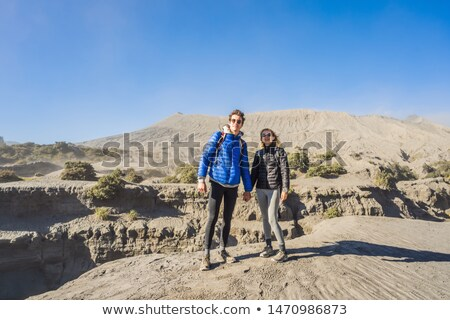 Hombre mujer visitar volcán parque Foto stock © galitskaya