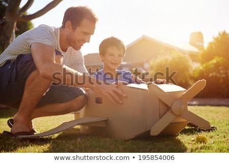 père · peu · fils · jouer · jouet · avion - photo stock © photography33