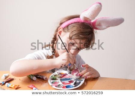 lány · festett · tojások · izgatott · nő · keres - stock fotó © Kor