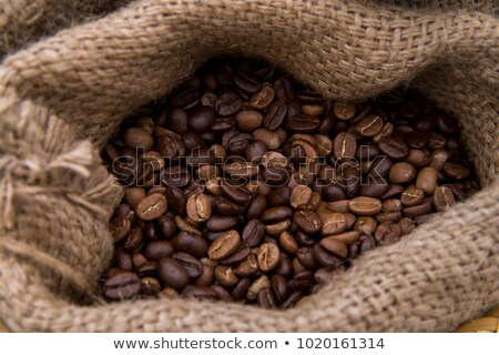 フル · コーヒー豆 · 緑色の葉 · 背景 · 袋 - ストックフォト © dla4