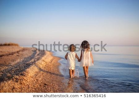 aanbiddelijk · meisje · spelen · gebouw · hemel · water - stockfoto © boggy