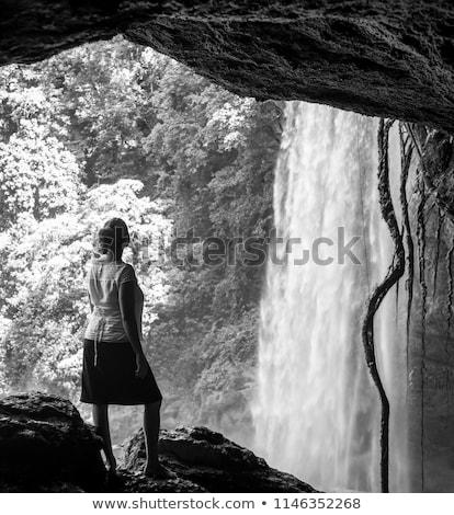 Turist mağara çağlayan bakıyor dışarı ağaç Stok fotoğraf © THP