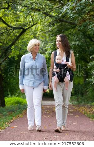 Großmutter Enkelin Fuß Park Familie Freizeit Stock foto © dolgachov