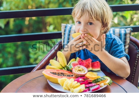 Stok fotoğraf: Erkek · yeme · farklı · meyve · teras · aile