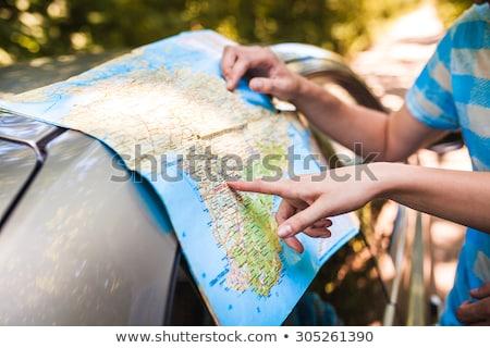 Glücklich Mann Frau Straßenkarte Auto Straße Stock foto © dolgachov