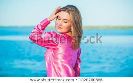 Blond mode vrouw vintage garderobe roze Stockfoto © lunamarina